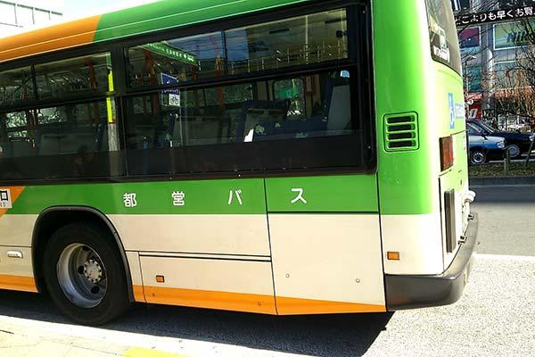 都営バスが走っている様子